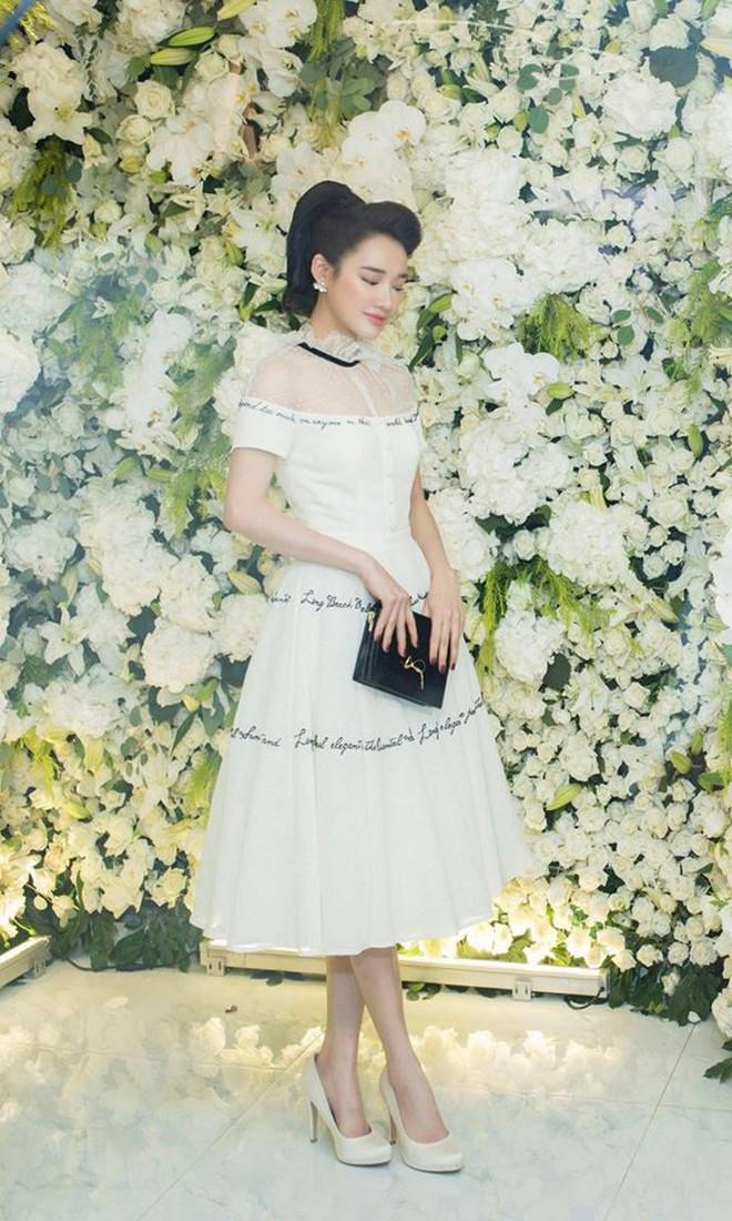 Nhã Phương chọn váy tinh khôi, trang điểm dịu dàng nhưng lại lộ khuyết điểm khiến ai thấy cũng quan ngại - ảnh 7