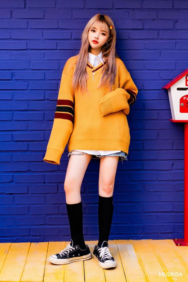 Street style tuần qua của giới trẻ Hàn chứng minh mùa thu cứ diện đồ basic, khỏe khoắn là nổi bật nhất - ảnh 6
