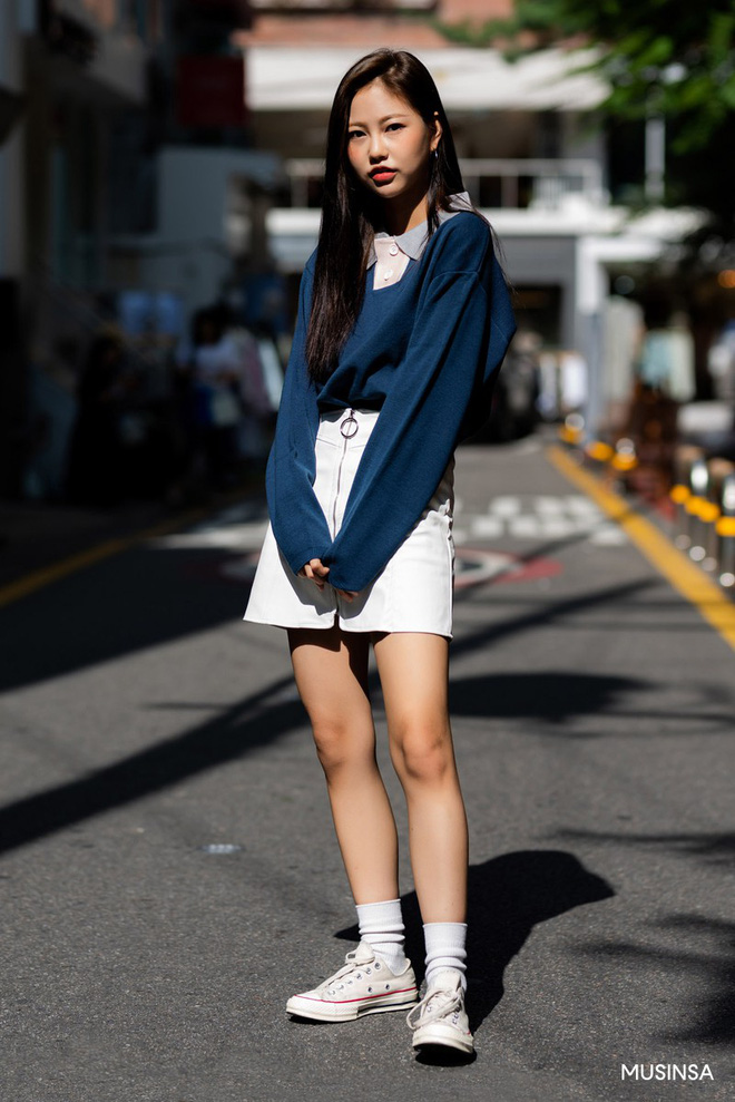 Street style tuần qua của giới trẻ Hàn chứng minh mùa thu cứ diện đồ basic, khỏe khoắn là nổi bật nhất - ảnh 4