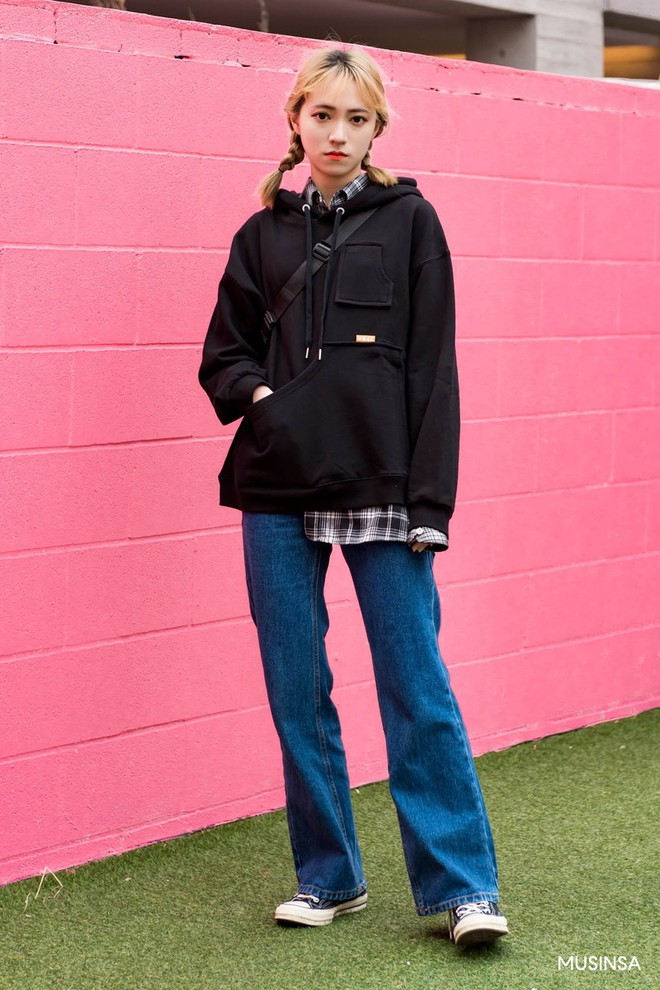 Street style tuần qua của giới trẻ Hàn chứng minh mùa thu cứ diện đồ basic, khỏe khoắn là nổi bật nhất - ảnh 5