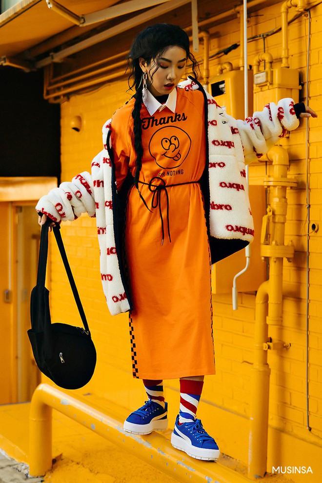 Street style tuần qua của giới trẻ Hàn chứng minh mùa thu cứ diện đồ basic, khỏe khoắn là nổi bật nhất - ảnh 9