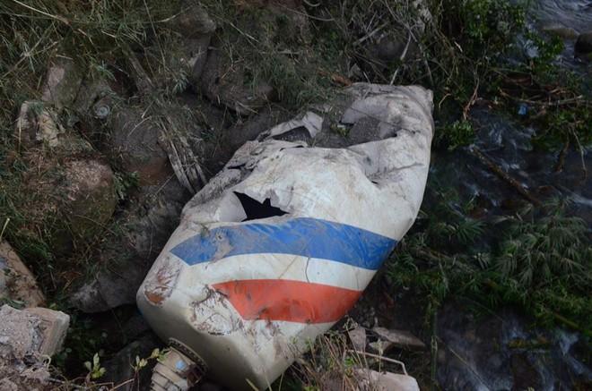 Chi tiết bất ngờ vụ tai nạn thảm khốc ở Lai Châu: Do tránh xe chạy ngược chiều nên xe bồn đã đâm vào xe khách - ảnh 2