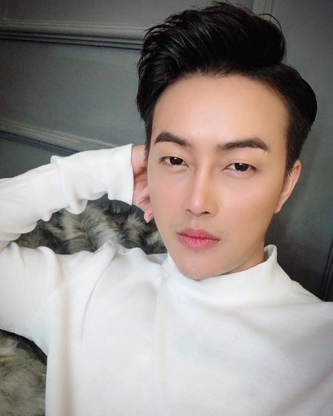 Sau màn lột xác phong cách ngoạn mục, cựu trưởng nhóm HKT vướng nghi vấn dao kéo vì vẻ ngoài khác lạ - ảnh 2