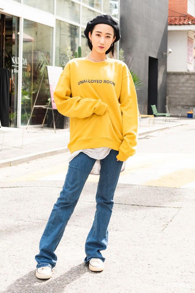 Street style tuần qua của giới trẻ Hàn chứng minh mùa thu cứ diện đồ basic, khỏe khoắn là nổi bật nhất - ảnh 3