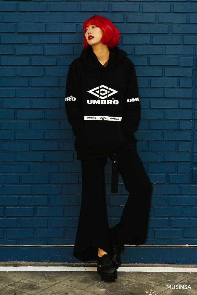 Street style tuần qua của giới trẻ Hàn chứng minh mùa thu cứ diện đồ basic, khỏe khoắn là nổi bật nhất - ảnh 8