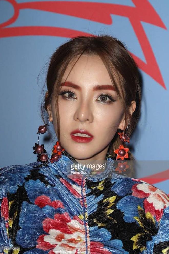 """Xinh đẹp bất chấp tuổi tác nhưng Dara lại cứ thích """"dìm"""" bản thân bằng trang phục sai trái - ảnh 4"""