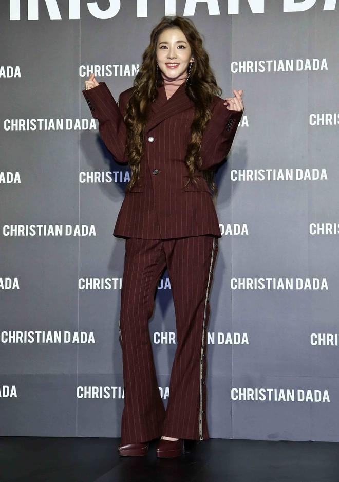"""Xinh đẹp bất chấp tuổi tác nhưng Dara lại cứ thích """"dìm"""" bản thân bằng trang phục sai trái - ảnh 1"""