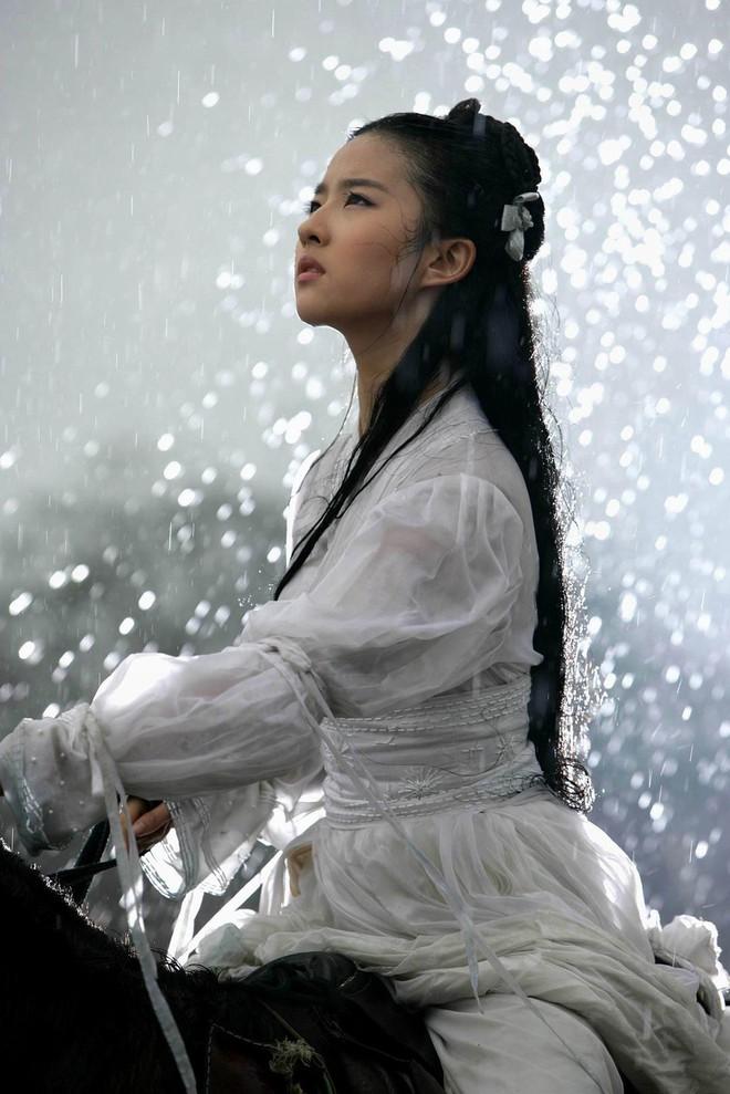 Nhan sắc thoát tục của nàng Tiểu Long Nữ phiên bản mới: Lưu Diệc Phi cuối cùng cũng có đối thủ! - ảnh 3