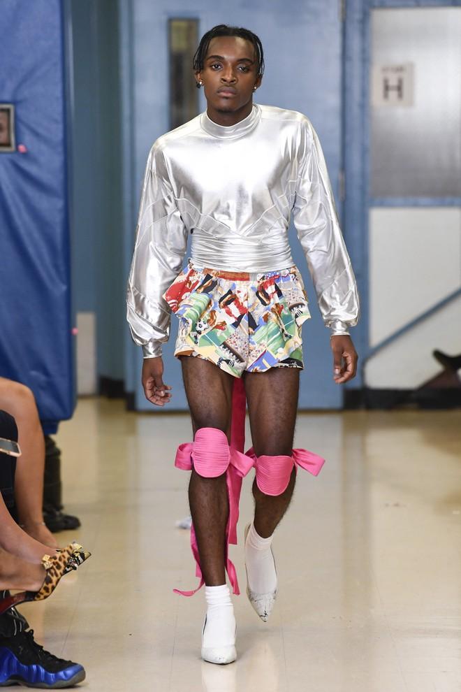 Tận thế chưa đến mà zombie đã ngang nhiên xuất hiện trên sàn diễn của Tuần lễ thời trang New York! - ảnh 13