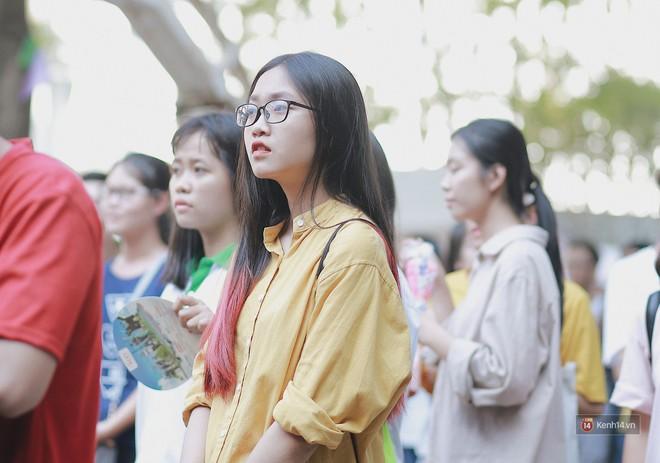 Ngẩn ngơ ngắm trai xinh gái đẹp trong ngày hội chào tân sinh viên của ĐH Ngoại thương - ảnh 9