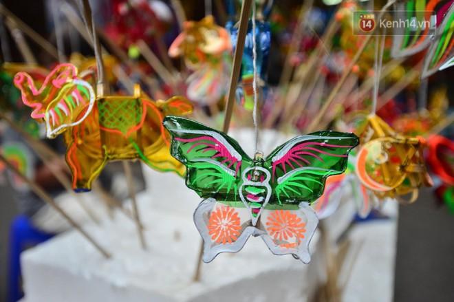 Ảnh: Chợ Trung thu truyền thống Hà Nội đông đúc ngày cuối tuần - ảnh 12