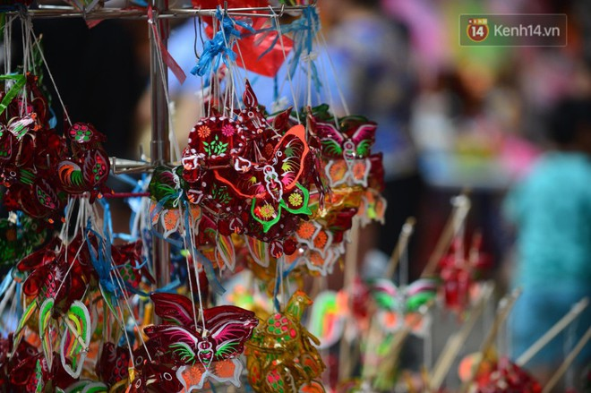 Ảnh: Chợ Trung thu truyền thống Hà Nội đông đúc ngày cuối tuần - ảnh 11