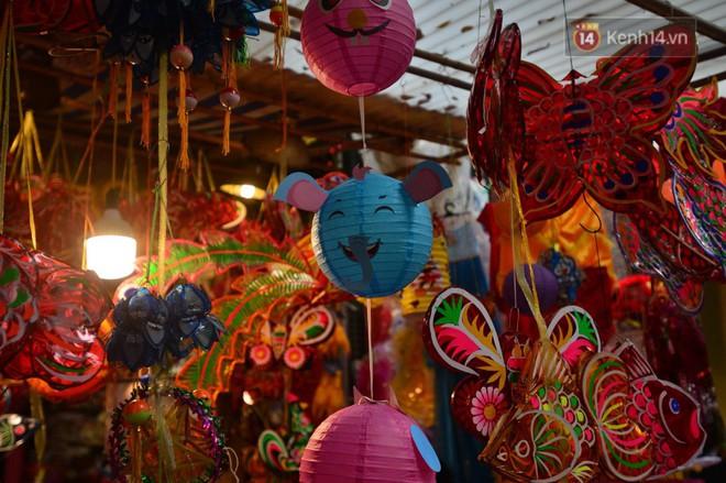 Ảnh: Chợ Trung thu truyền thống Hà Nội đông đúc ngày cuối tuần - ảnh 10