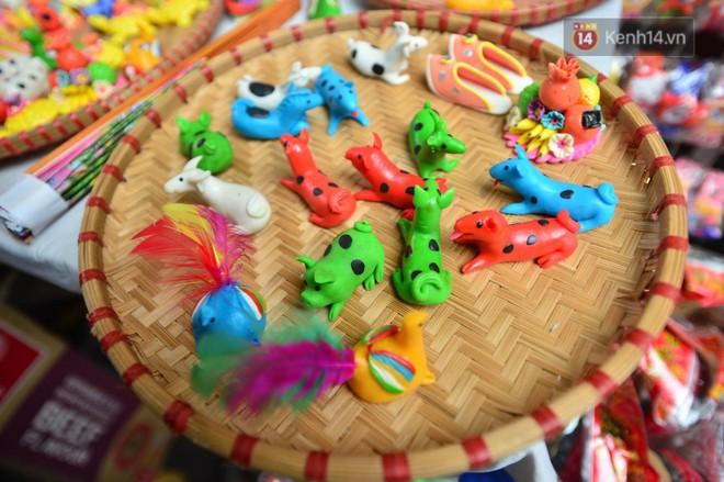 Ảnh: Chợ Trung thu truyền thống Hà Nội đông đúc ngày cuối tuần - ảnh 7