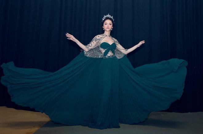 Một chiếc váy 2 sắc thái: Hương Giang tỏa sáng đúng kiểu hoa hậu, Nam Em lại như mệnh phụ phu nhân - ảnh 3
