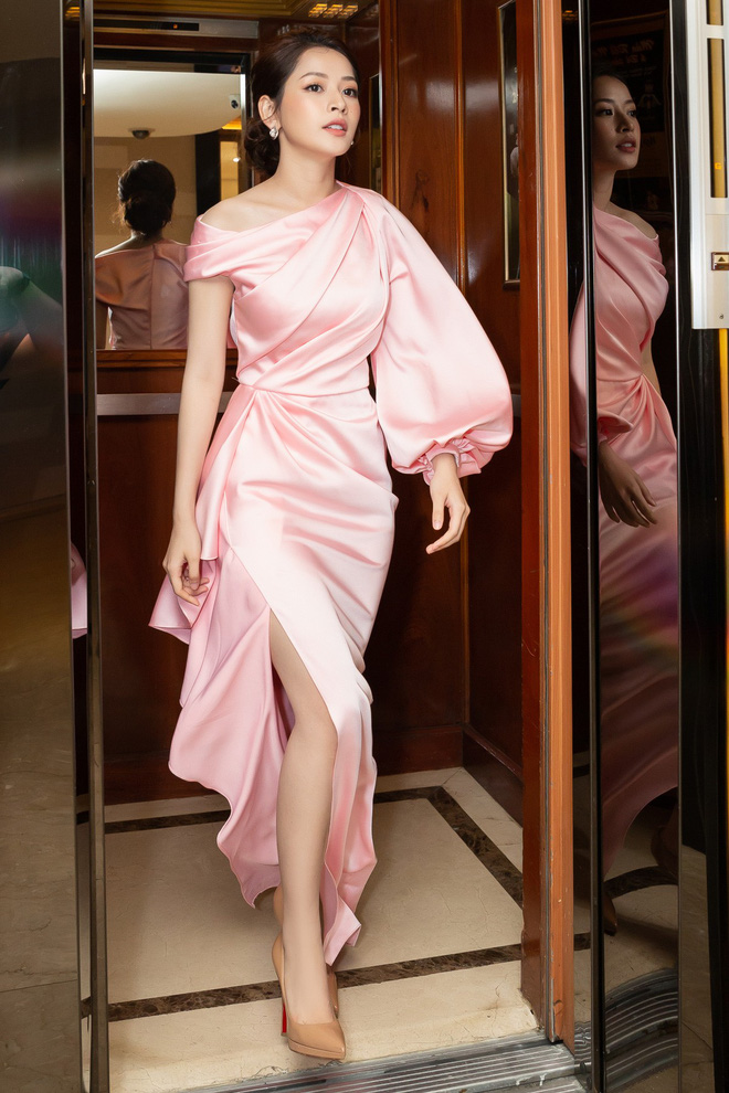 Chi Pu diện váy xẻ cao khoe chân thon cùng nhan sắc mong manh tại sự kiện - ảnh 2