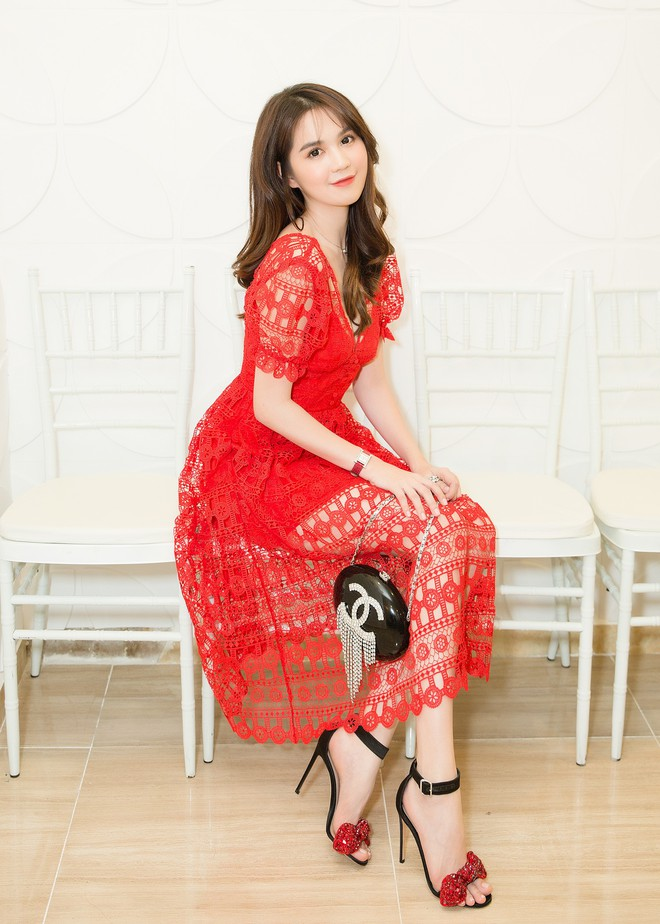 Ngọc Trinh rạng rỡ, Trương Mỹ Nhân khoe chân dài khi cùng diện đầm đỏ nổi bật dự sự kiện - ảnh 2