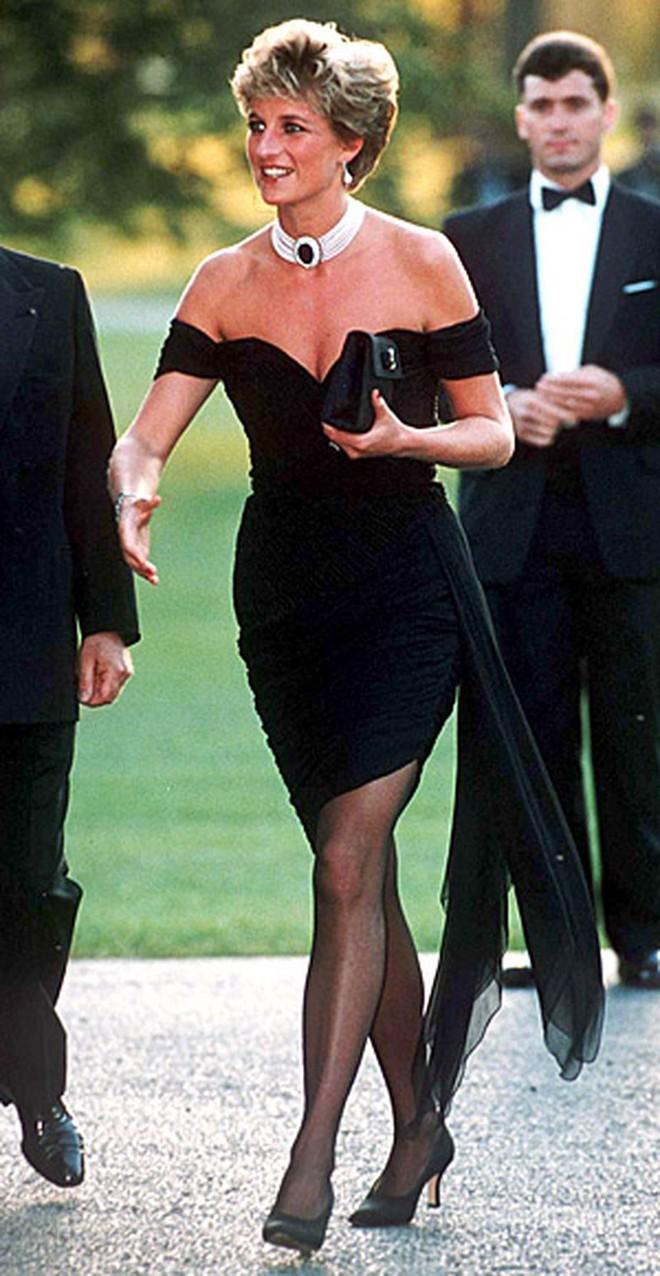 Nếu không ngắm Công nương Diana diện đầm sexy, chắc không nhiều người để ý bà lại sở hữu vóc dáng nuột nà đến vậy - ảnh 1