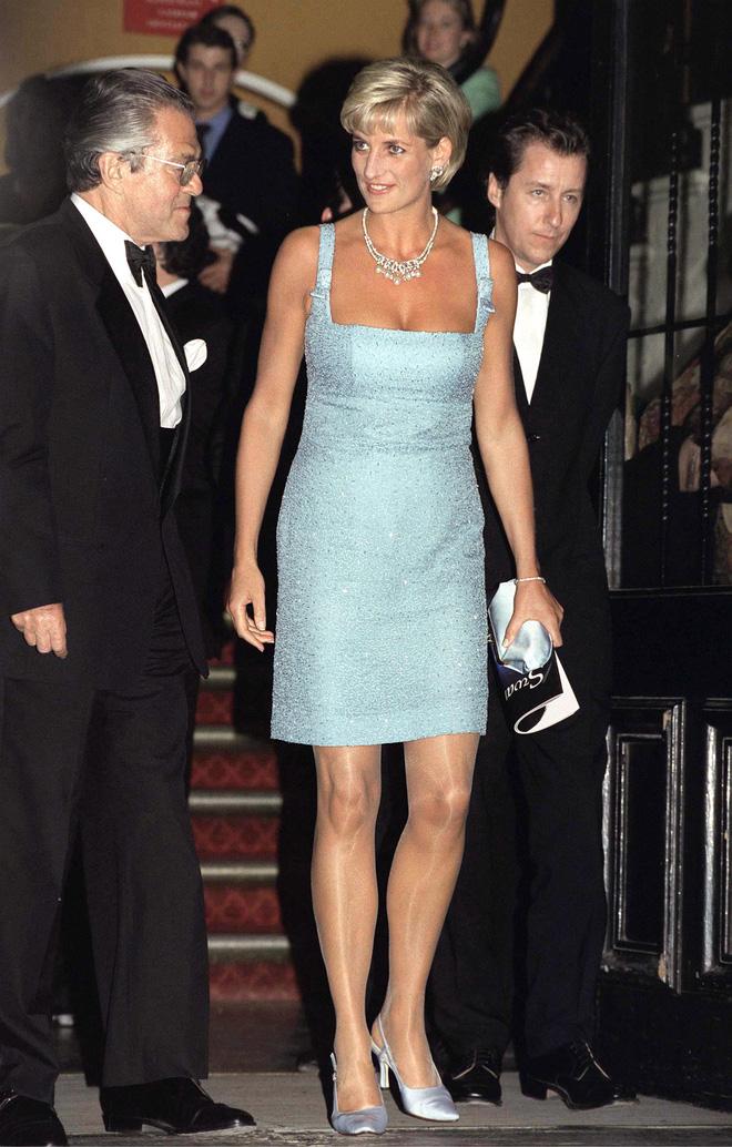 Nếu không ngắm Công nương Diana diện đầm sexy, chắc không nhiều người để ý bà lại sở hữu vóc dáng nuột nà đến vậy - ảnh 3