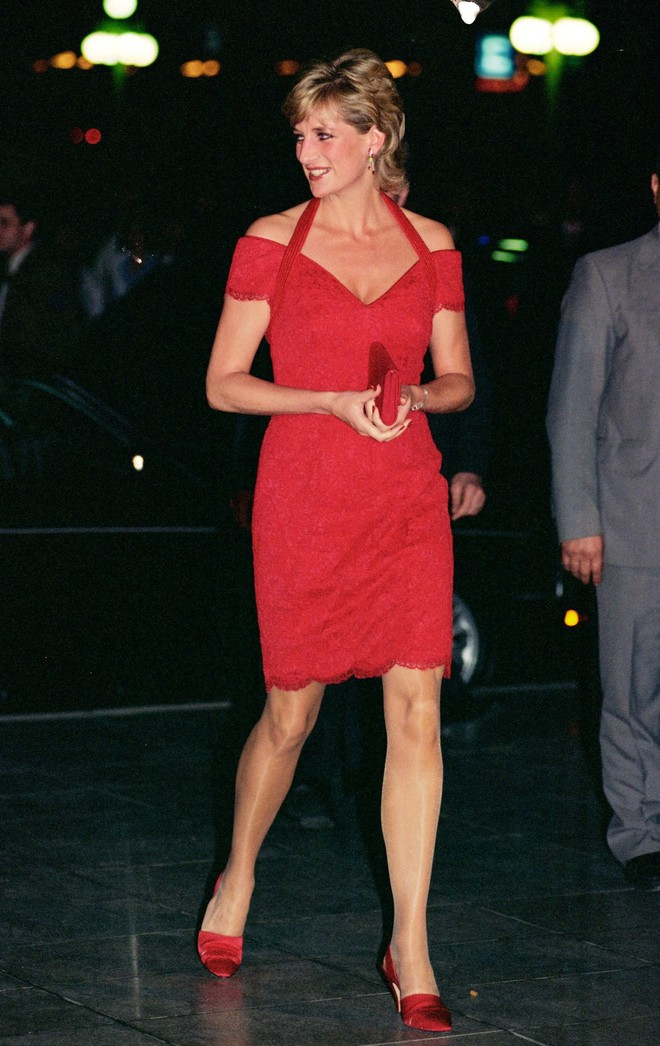 Nếu không ngắm Công nương Diana diện đầm sexy, chắc không nhiều người để ý bà lại sở hữu vóc dáng nuột nà đến vậy - ảnh 4