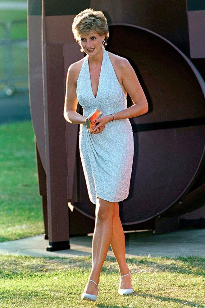 Nếu không ngắm Công nương Diana diện đầm sexy, chắc không nhiều người để ý bà lại sở hữu vóc dáng nuột nà đến vậy - ảnh 2
