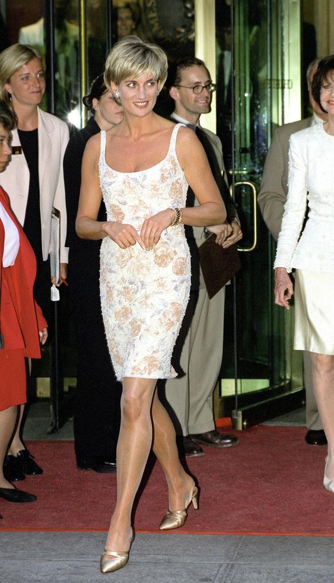 Nếu không ngắm Công nương Diana diện đầm sexy, chắc không nhiều người để ý bà lại sở hữu vóc dáng nuột nà đến vậy - ảnh 5