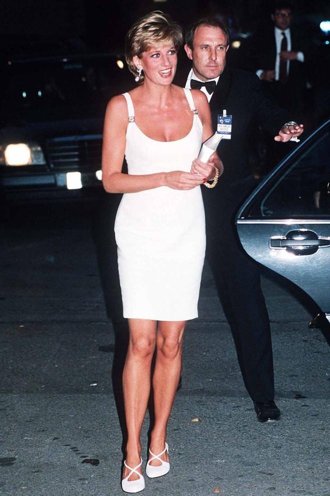 Nếu không ngắm Công nương Diana diện đầm sexy, chắc không nhiều người để ý bà lại sở hữu vóc dáng nuột nà đến vậy - ảnh 6