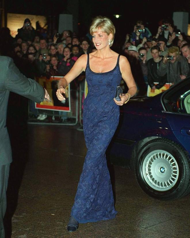 Nếu không ngắm Công nương Diana diện đầm sexy, chắc không nhiều người để ý bà lại sở hữu vóc dáng nuột nà đến vậy - ảnh 9