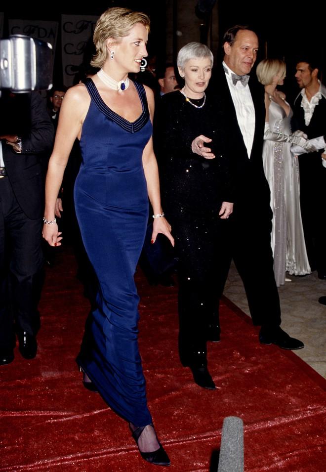 Nếu không ngắm Công nương Diana diện đầm sexy, chắc không nhiều người để ý bà lại sở hữu vóc dáng nuột nà đến vậy - ảnh 7