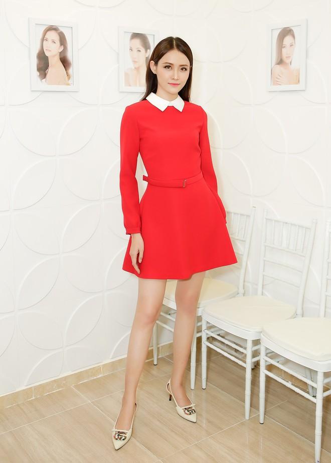 Ngọc Trinh rạng rỡ, Trương Mỹ Nhân khoe chân dài khi cùng diện đầm đỏ nổi bật dự sự kiện - ảnh 4