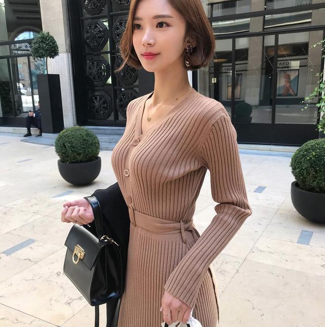 Chưa lạnh hẳn nhưng áo len và cardigan đã rục rịch phủ kín street style Châu Á tuần này - ảnh 7