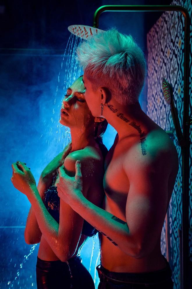 Chi Dân lột xác hình tượng, tự tin khoe body sexy trong MV tiền tỷ - Ảnh 2.