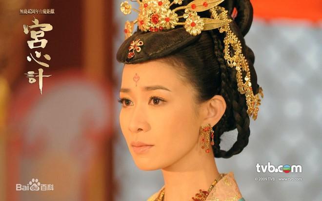 Không chỉ đạt đỉnh cao diễn xuất, vai Kế hậu Diên Hi Công Lược còn gom lại cả vũ trụ phim ảnh của Xa Thi Mạn - Ảnh 6.