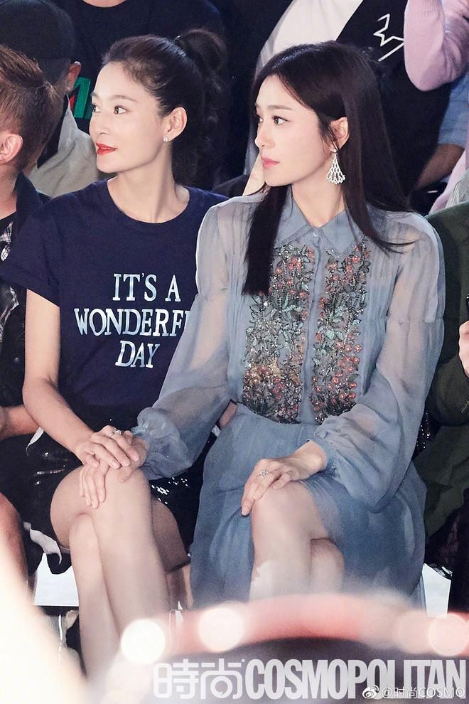 """Tần Lam và Vương Viện Khả bất ngờ tái ngộ tại Milan Fashion Week: """"Phú Sát Hoàng hậu"""" đẹp xuất sắc, lấn át cả """"Thuần Phi"""" - ảnh 10"""