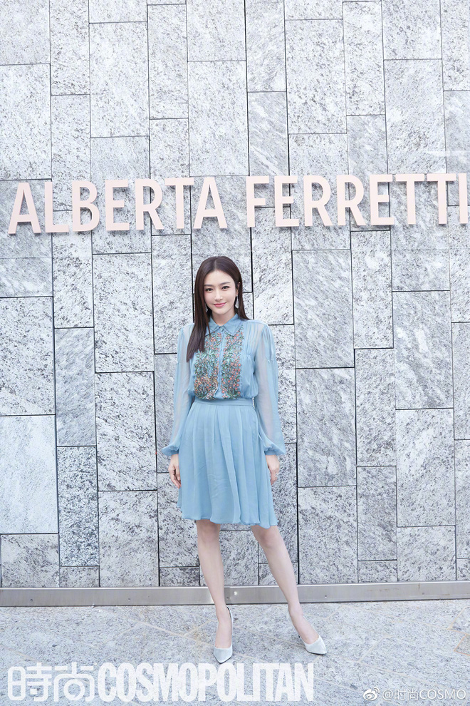 """Tần Lam và Vương Viện Khả bất ngờ tái ngộ tại Milan Fashion Week: """"Phú Sát Hoàng hậu"""" đẹp xuất sắc, lấn át cả """"Thuần Phi"""" - ảnh 1"""