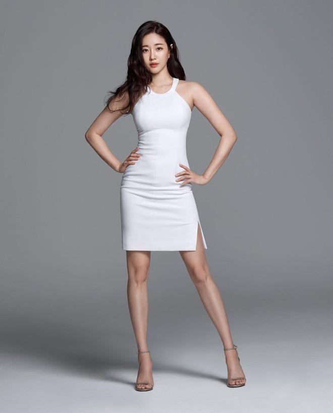 Hoa hậu Hàn U40 gây choáng vì mặt xinh body nuột đến từng milimet, netizen còn tưởng là idol 20 tuổi - Ảnh 1.