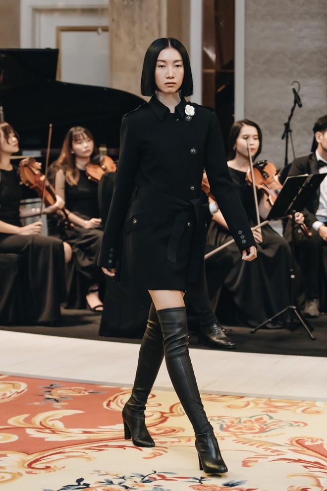 Sự trở lại của Lâm Gia Khang: Vũ khúc mê đắm của những nàng thiên nga đen trên sàn catwalk - ảnh 4