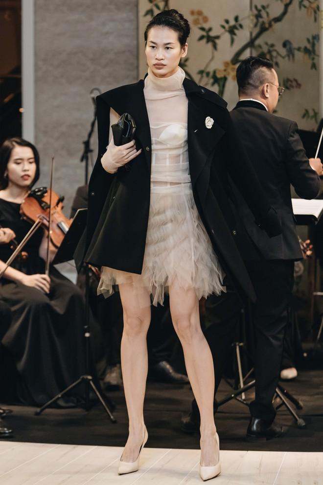 Sự trở lại của Lâm Gia Khang: Vũ khúc mê đắm của những nàng thiên nga đen trên sàn catwalk - ảnh 6