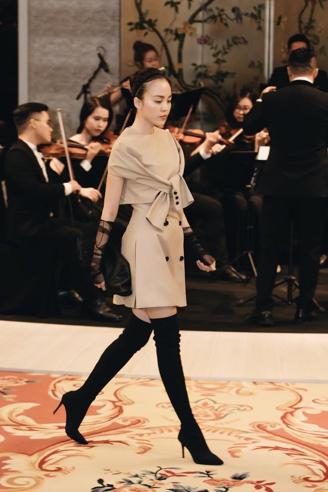 Sự trở lại của Lâm Gia Khang: Vũ khúc mê đắm của những nàng thiên nga đen trên sàn catwalk - ảnh 9