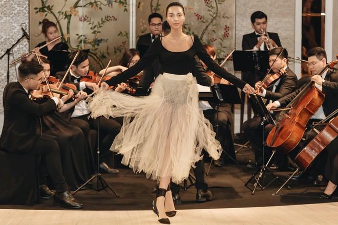 Sự trở lại của Lâm Gia Khang: Vũ khúc mê đắm của những nàng thiên nga đen trên sàn catwalk - ảnh 15