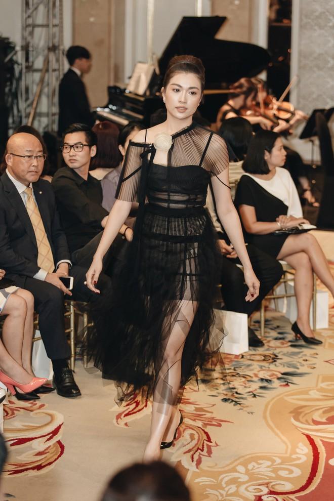 Sự trở lại của Lâm Gia Khang: Vũ khúc mê đắm của những nàng thiên nga đen trên sàn catwalk - ảnh 18