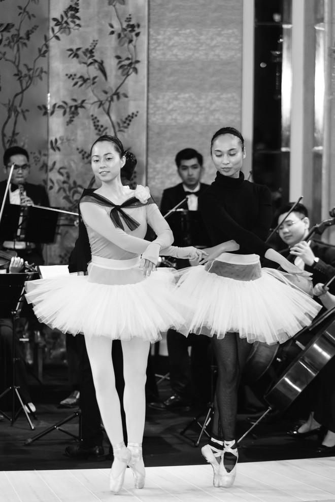 Sự trở lại của Lâm Gia Khang: Vũ khúc mê đắm của những nàng thiên nga đen trên sàn catwalk - ảnh 16