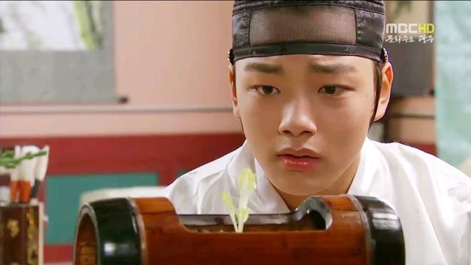 Nhan sắc chói chang của 5 Thế tử nhà mặt phố, bố làm to nổi tiếng màn ảnh Hàn - Ảnh 14.
