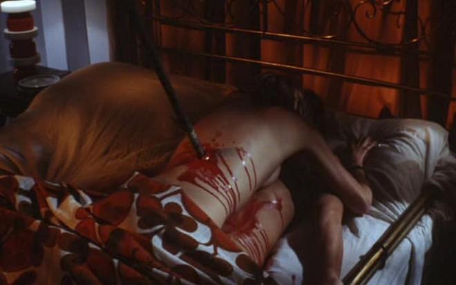 12 tình tiết ngốc nghếch đi đâu cũng thấy trong phim kinh dị - ảnh 15