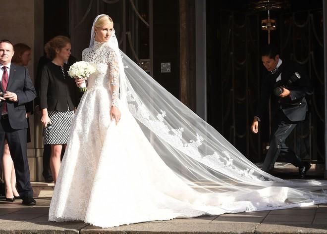 Váy cưới Nhã Phương nhìn hao hao váy cưới Hoa hậu Đặng Thu Thảo - Ảnh 14.
