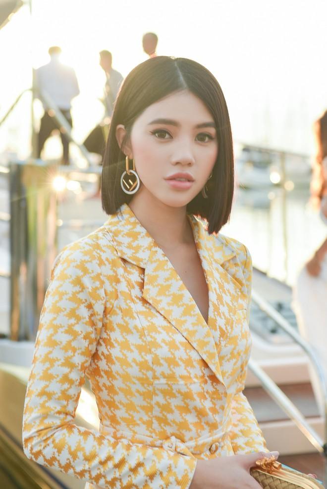 Trở về từ London, Jolie Nguyễn khoe tóc ngắn, diện đồ cá tính nổi bật trên du thuyền hạng sang ở Thái - ảnh 5