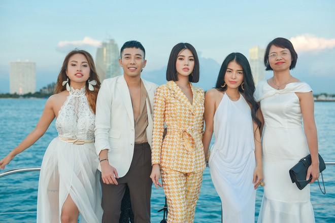Trở về từ London, Jolie Nguyễn khoe tóc ngắn, diện đồ cá tính nổi bật trên du thuyền hạng sang ở Thái - ảnh 10