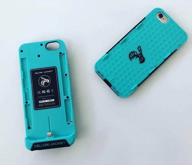 Dụng cụ phòng thân dành cho các bạn gái đi đêm: Ốp điện thoại có thể phóng tia điện chíu chíu - Ảnh 7.