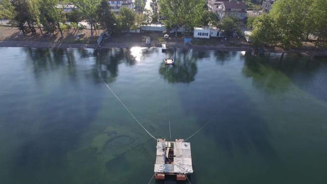 Cái hồ này có một bí mật cổ đại mà phải mất cả trăm năm con người mới phát hiện ra - Ảnh 1.