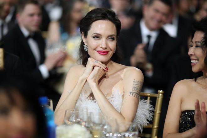 Loạt ảnh chứng minh ở tuổi 42, Angelina Jolie vẫn là báu vật nhan sắc của nước Mỹ không ai bì được - Ảnh 4.